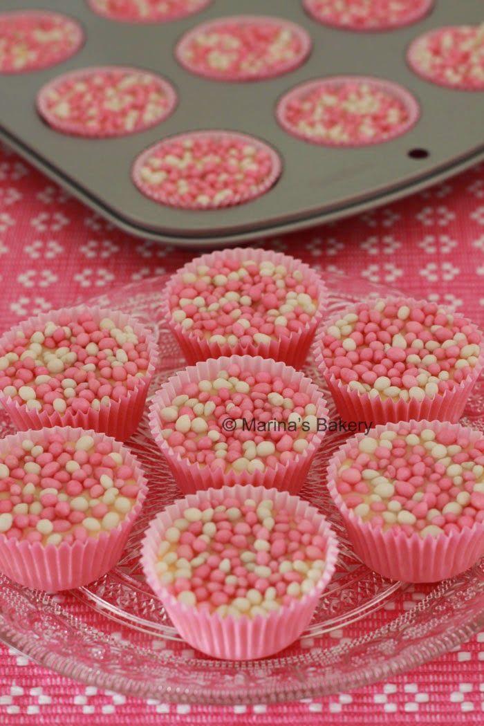 Babyshower It's a Girl : Chocolade cupjes met roze muisjes