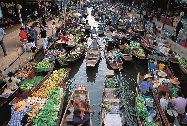 Bangkok'un dünyaca ünlü Yüzen Çarşı'sı; kano üstü alışveriş keyfi... Düşünsenize alışveriş ve kano turu bir arada! Bir taşla iki kuş! :) #travel #uzakdoğu #siamtur #siamturizm #fareast #bangkok #tatil #tur #tour