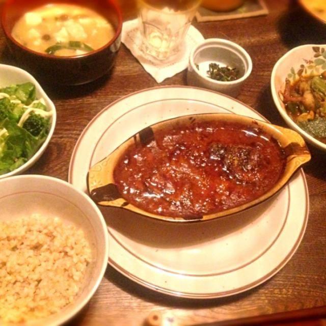 グラタンやきすぎた、、 - 10件のもぐもぐ - 茄子と豆腐のミートグラタンと茄子とピーマンと豚肉の味噌炒めとサラダとなめこと深谷葱と豆腐と油揚げのお味噌汁 by toki69