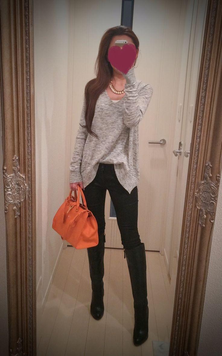 Gray top with black leather pants + orange bag + black long shoes - http://ameblo.jp/nyprtkifml