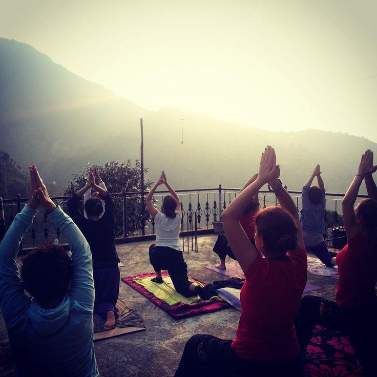 Yoga ve meditasyonumuzu gün doğuşu ile Himalayalara karşı açık havada muhteşem bir ortamda yaptık özel bir deneyimdi.