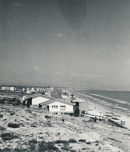Playa de San Juan de Alicante   por Biblioteca Facultad de Empresa y Gestión Pública