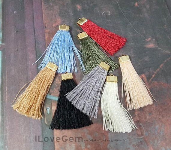 * Materiales: Oro plateado sobre latón (Cap), nilón sedoso * Tamaño: 40 mm (sin asa) * Cantidad: 2 unidades * Elija el color y la cantidad en el menú desplegable [Colores: por favor, Compruebe la imagen tercera] #1. Marfil #2. Negro #3. Gris #4. Lt. zafiro azul #5. Melocotón #6. Olivino #7. Rojo #8. Marrón ::::::::::::::::::: Taseels todos están envueltos en cada bolsa plastica para mantener nuestras borlas en gran forma, sin embargo esto no siempre es posible. Más borlas pierden su…