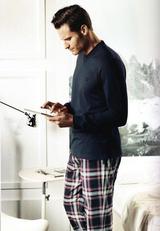 ENVÍO 24/48h - Pedir pijama Algodón Impetus Man - Pijama de algodón combinado en azul marino y pantalón de villela en cuadros de algodón muy suave.  Tu ropa interior masculina en Varela Íntimo. #hombre #style #regalos http://www.varelaintimo.com/40-pijamas