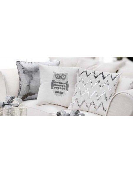 La casa è in festa con il cuscino Paillettes di L' Oca Nera che risplende nella zona living Dimensioni: cm. 45x45