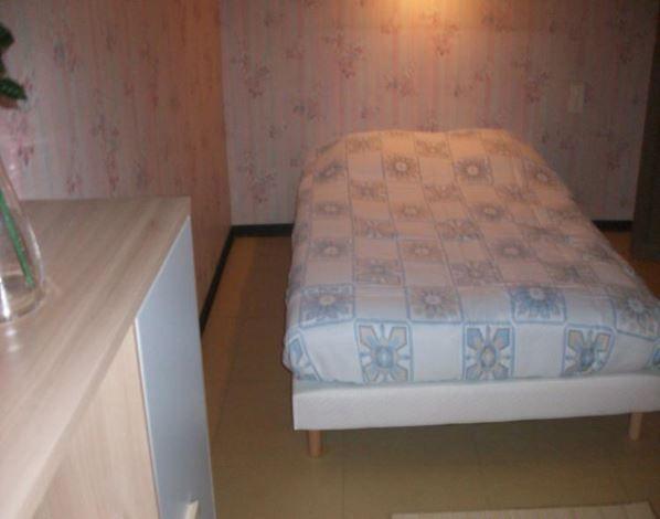 Chambres d'hôtes à louer, 11560 FLEURY-D'AUDE (Aude) Chambres d'hôtes à louer 5 Chambres d'hôtes : 2 personnes Chambres d'hôtes à louer, comprenant un lit double et équipées de salles de bain. Pour les familles 2 lits simples peuvent être rajoutés dans la chambre ainsi qu'un lit bébé...