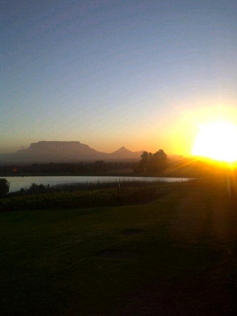 Beautiful sunset from DeGrendel this evening http://twitter.yfrog.com/kfzinksj