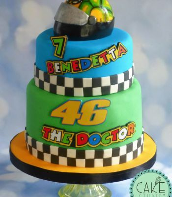 on sale ec874 3ae27 torta in tema Valentino Rossi | Dolci con tema Sport nel ...