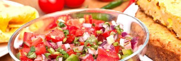 Salsa aux fraises et au piment jalapeño -  Délicieusement relevée, une salsa parfaite pour l'été! Une recette proposée par FraiseBec