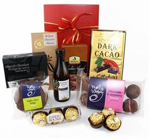 Alcohol-Free Gifts • Chocolate Delight | http://www.flyingflowers.co.nz/chocolate-delight-2