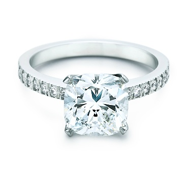 MY Engagement Ring 2/22/08 <3 Hubby did good!!!! <3