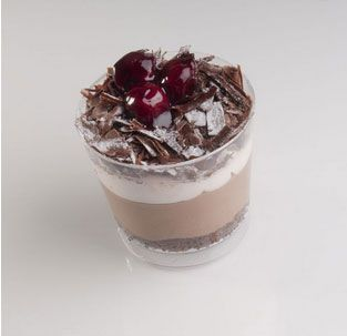 Black Forest: Γέμιση με παντεσπάνι σιροπιασμένο,μους σοκολάτας υγείας, μους βύσσινο και επικάλυψη με τρίμα μαύρης σοκολάτας υγείας, 2 cherries και ακατέργαστη άχνη ζάχαρη