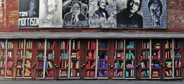 La hermosa sección al aire libre de Boston. Brattle Book Shop.
