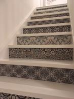 Traprenovatie, portugese tegels tegen de stootrand geplaatst Made by Arno di Arno