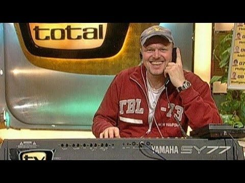 Stefan ruft als Bohlen bei Plattenfirma an - TV total