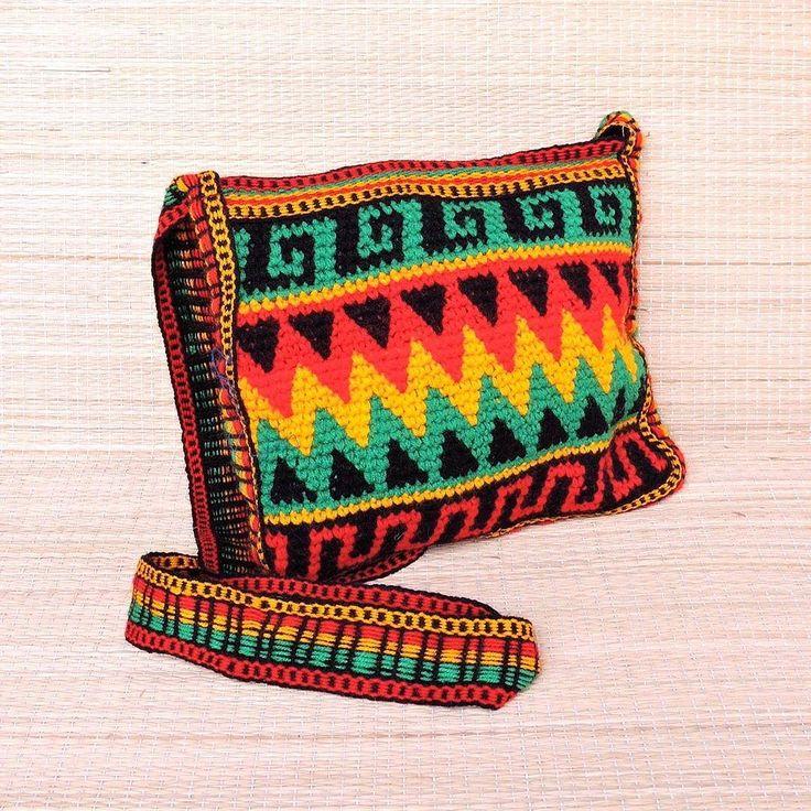 Olha essa bolsa artesanal étnica nas cores rasta. Não é linda?  Por R$ 5490 Frete grátis nas compras acima de R$ 15000  Saiba mais pelo nosso Whatsapp: 13982166299  Valores válidos até 31/10  #roots #modaetnica #rasta #rastavibe #artcraft