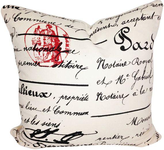Questa Vintage francese Script calligrafia Decorative Pillow Cover, da Premier stampe, è una squisita novità accento cuscino, che mette in Mostra