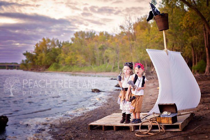 pirate costumes raft treasure Peoria Illinois photography www.peachtreelanephoto.com