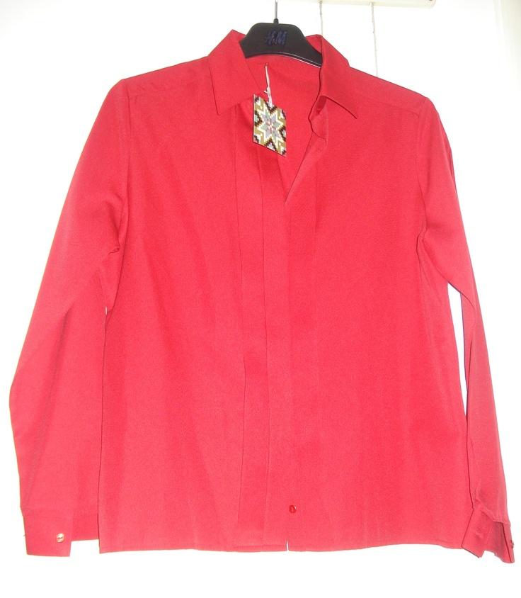 Aangeboden door vintage store Things I like Things I love: rode, zijden blouse in smoking style, maat M.