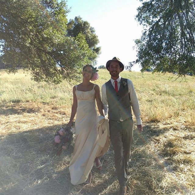 We love it when happy grooms send us wedding photos 😍 Oliver married his beautiful bride on a Ranch in California earlier this month and it looks like it was a gorgeous day. Congrats guys! Oliver wearing custom Mandatory trousers, waistcoat and shirt.