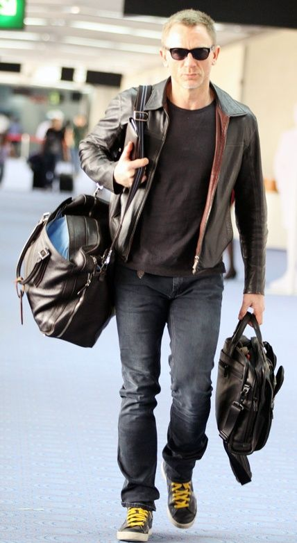 Daniel Craig--Love this casual look. Makes it better because DC is a baaaad man to boot :)