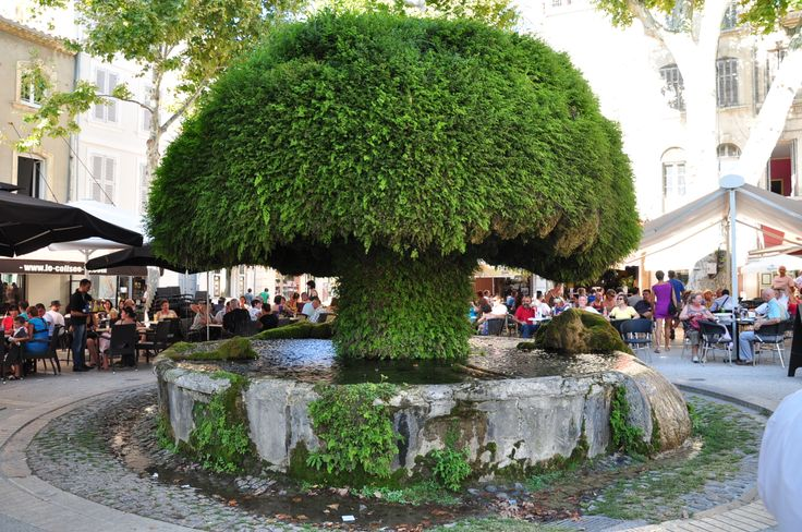 Fontaine Moussue à Salon de Provence France #Provence #salondeprovence