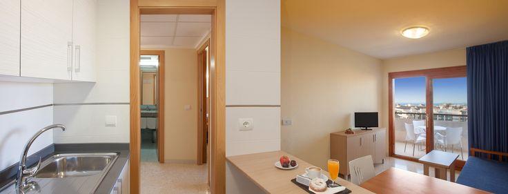 Salón, Cocina en Apartamentos Primavera Park en Benidorm