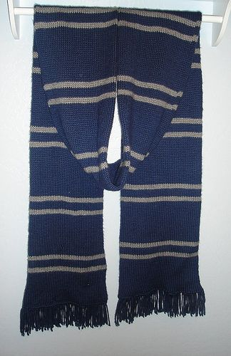 Finally started knitting my ravenclaw scarf today :)