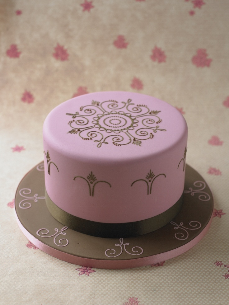 #CakeDecorating   i am now learning to stencil on cakes , its alot of fun