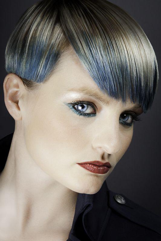 Hair: Whoops. Blond / blauw/ kort haar.