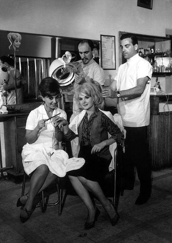 """Öztürk Serengil, Ayhan Işık, Suna Pekuysal, Filiz Akın...""""Kadın Berberi"""" (1964)"""