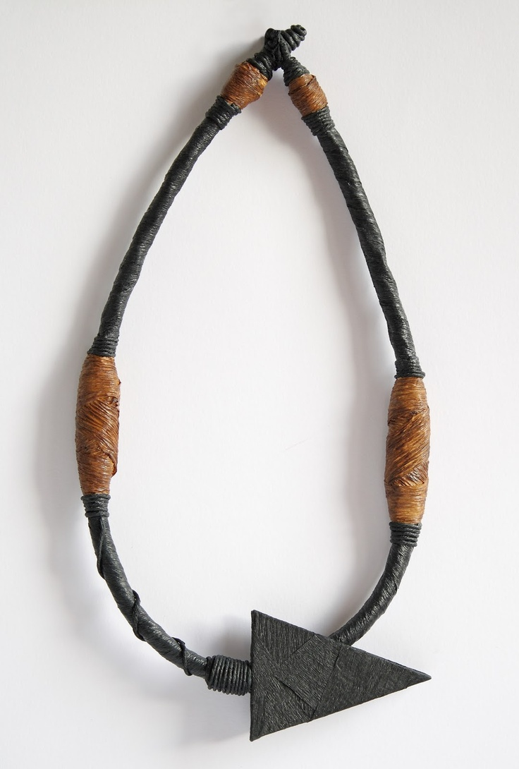 Necklace LerènieS, 2011. Materials: paper