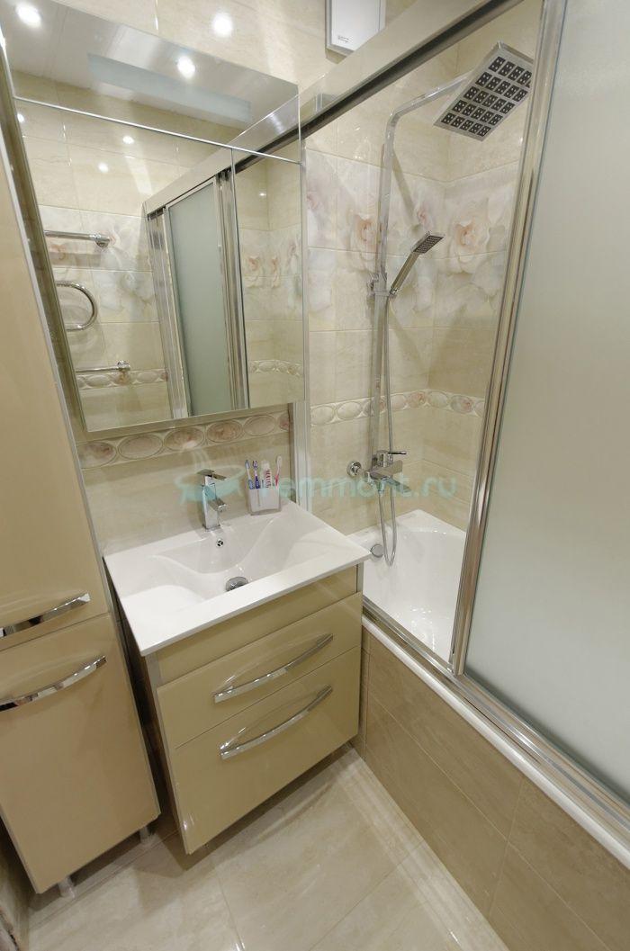 Ремонт ванной и туалета Данте: кремовая мебель в ванну, мойдодыр и шкаф