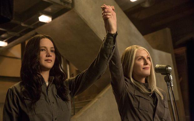 15 apostas para ficar de olho em 2015! 13. Jogos Vorazes: A Esperança - Parte 2 Parece que foi ontem que o primeiro filme de Jogos Vorazes foi lançado nos cinemas, né?! Pois no final deste ano, em novembro, a última parte da saga - e a mais emocionante, aliás - vai estrear. Já estamos morrendo de saudades de Katniss, Peeta e Gale!