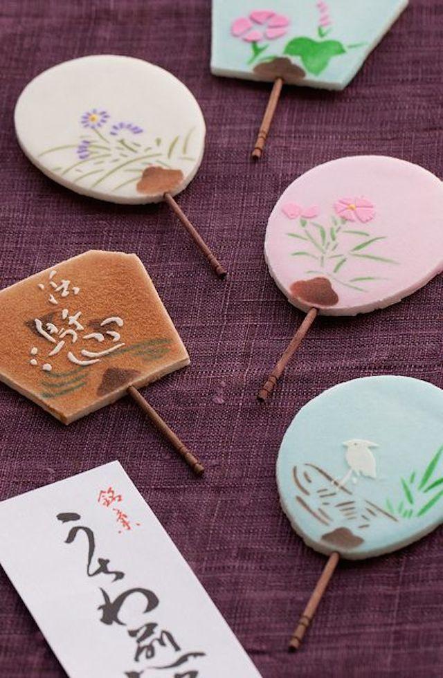 石川県の加賀志きしで売っている、うちわ煎餅です 金沢の和菓子 加藤晧陽堂