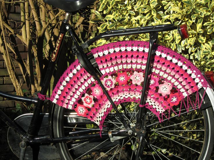 Love this! knitted skirt guard - great for ladies to protect their clothes on their #cycletowork