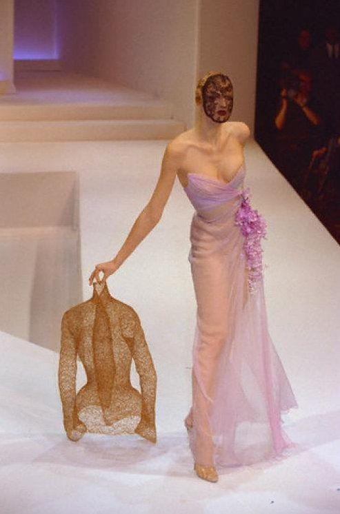 Die besten 17 bilder zu hourglass corsets and corsetry for Haute kuki und die markise
