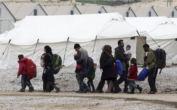 Police in northern Greece say 400 mostly Syrian migrants have walked out of a transit camp near Greece's second largest city, Thessaloniki, and are heading toward the country's border with Former Yugloslav Republic of Macedonia (FYROM).