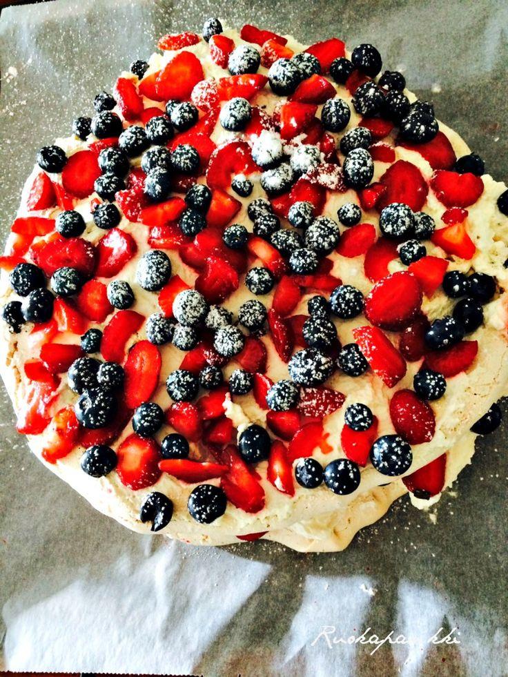 Ruokapankki: Aadan ihana pavlova #ruokapankki #ruokablogi #pavlova #leivonta #bakeing #cake