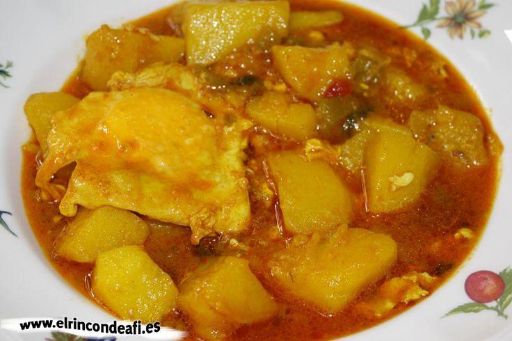 El caldo de papas es una receta canaria de cuchara muy rica y sencilla de preparar, ideal para entrar en calor cuando aprieta el fresquito.