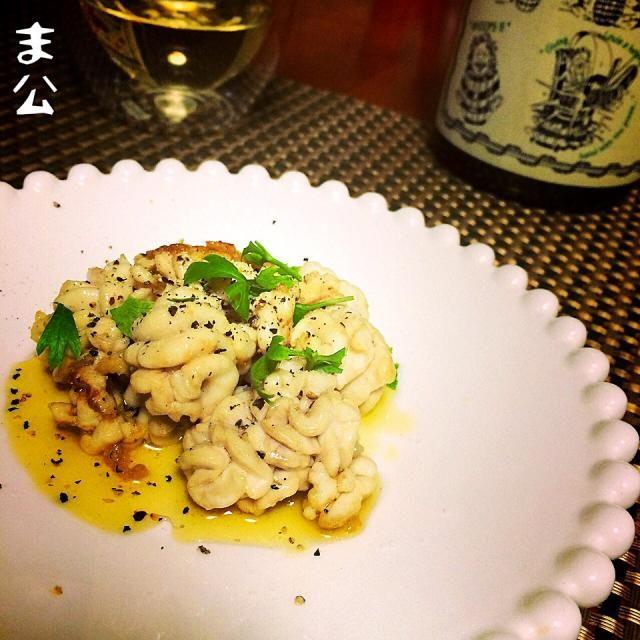 助太刀いたすー‼︎ スケダチはお味噌汁が一番旨いですね。 わかっちゃいたが、ワイーンのアテにしたくてオリーブオイルでグリル、塩と胡椒のみ。 まあ、美味しいけどやはり真鱈には負けますな(゜∀゜)アハハ八八ノヽノヽ - 75件のもぐもぐ - 助宗鱈 白子 グリル。 by makooo