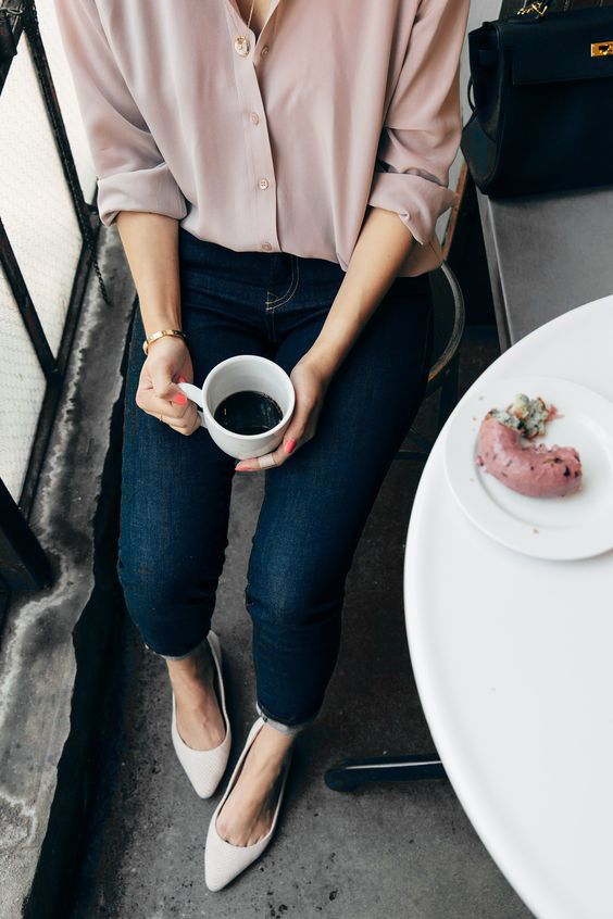 Blush pink shirt / blouse with jeans + pointed flats | Outfit inspiration