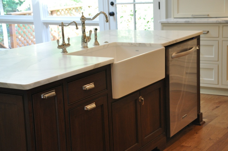 Farmhouse Sink Dishwasher In Island