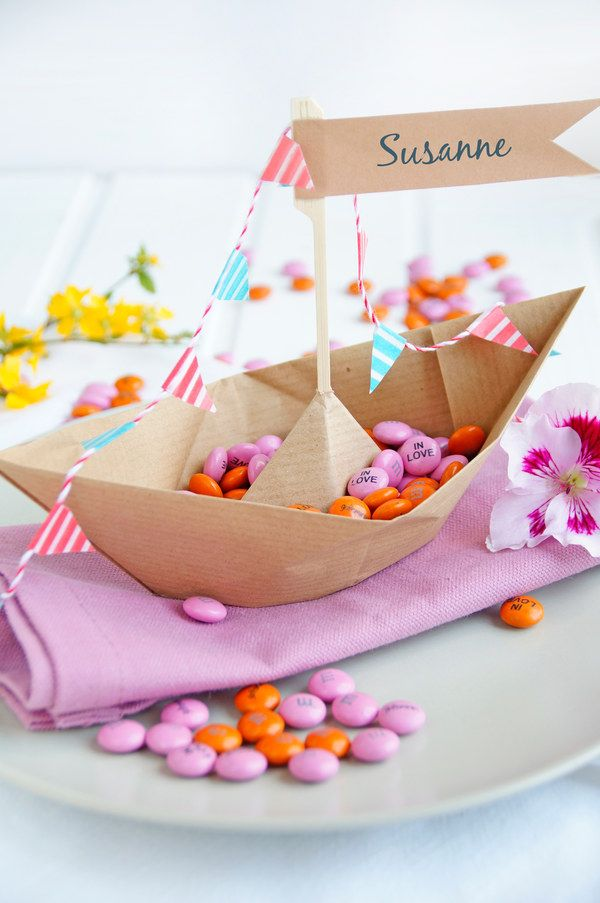 Make wedding decorations with chocolate