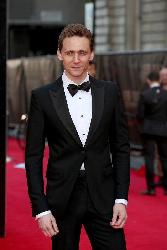 Costume pour homme - les dernières tendances en 50 photos! - Archzine.fr.  Tom Hiddleston beau costume noir avec blanche chemise et papillon 428a6aff8bd