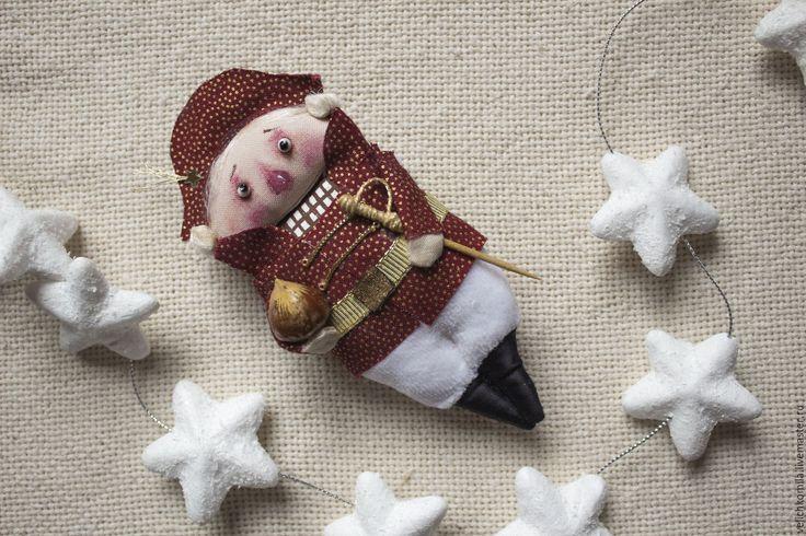 Купить Текстильная кукла Щелкунчик - бордовый, Новый Год, щелкунчик, кукла ручной работы, кукла