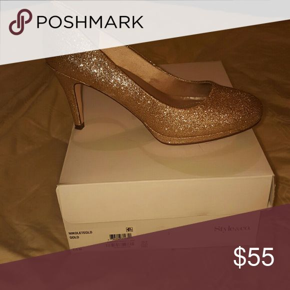 Style & Co gold pumps Glitter Gold Ladies Pumps worn one time. Style & Co Shoes Heels
