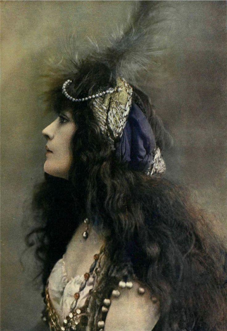 French actress Genevieve Lantelme - June 1911 - Comedias y Comediantes - Photo by Leopold-Emile Reutlinger
