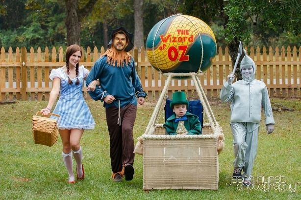 Wizard of Oz costumes - little boy with family