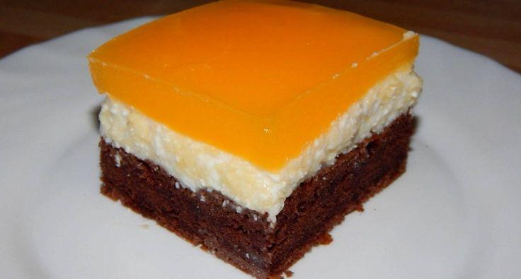 Mirinda szelet recept: Amikor ezt a Mirinda szelet receptet kaptam még üdítős sütemény volt, és mindenki Mirindával készítette, ma már készül Fantával is, de van aki Colával készíti. Igazából a recept szinte mindenhol ugyanaz. Ez a mennyiség nálam 21x32 cm-es tepsiben készül, és szerintem így az igazi, megfelelő vastagságú a krém és a zselé a sütemény tetején.